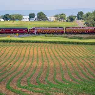 FARMING E's: Passing thru the hamlet of Lee's Crossroads, PA on the NS Lurgan Branch.