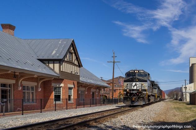 H88.8 N&W STATION - LURAY, VA